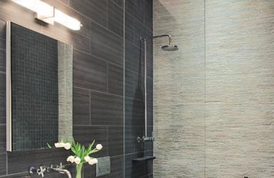 Gương soi phòng tắm là sản phẩm được Công ty TNHH Kính – TTNT Hòa Bình sản xuất từ nguyên liệu kính Guardian của Mỹ